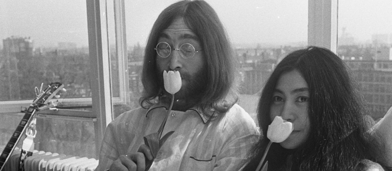 Bed-In_for_Peace,_Amsterdam_1969_-_John_Lennon_&_Yoko_Ono_01